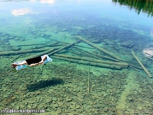 oto diambil dari sebuah tasik di barat laut Montana, USA. Airnya begitu jernih sehingga dasarnya ternampak begitu cetek, tapi sebenarnya sangat dalam.