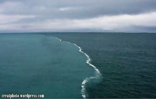 Fenomena ini dapat dilihat dari bandar Skagen, titik paling utara negara Denmark. Ianya adalah tempat pertemuan antara Laut Baltik dan Laut Utara yang mana kedua duanya tidak dapat bercampur disebabkan kelikatan dan ketumpatan air yang berbeza.